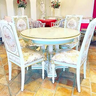1階ホール:丸テーブル