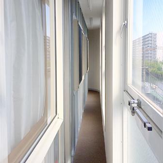ダミー内窓と外窓間の通路