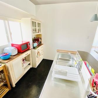 窓あり明るいキッチン