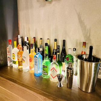 酒瓶ディスプレイ備品