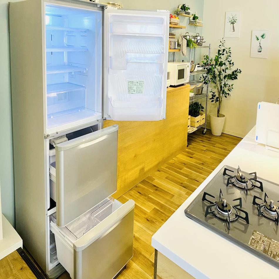 冷蔵庫扉開け