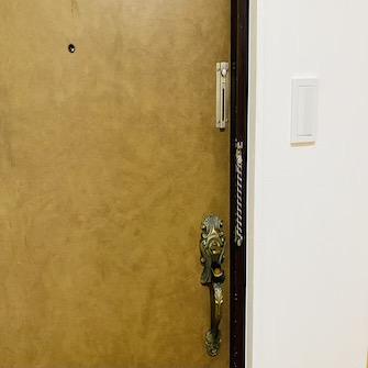 玄関扉内側